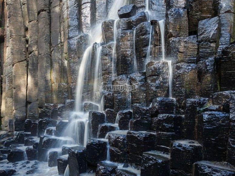 Prismas Basalticos y sus cascadas
