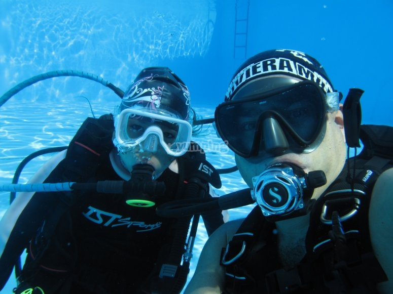 Discover Scuba Diving in pool