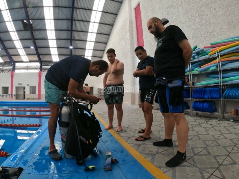 Reviewing diving equipment