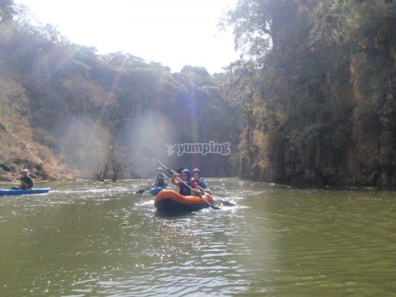 Paseo en kayak con los tuyos