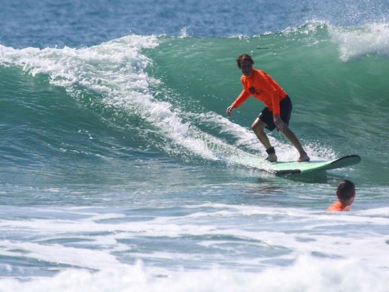 Aprende a surfear las olas de Punta Mita