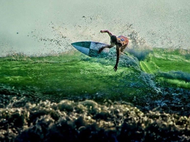 Surfeando en las playas de Punta Mita