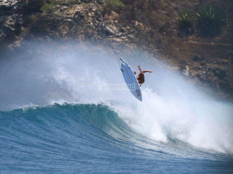 Practica surf en la Bahía de Banderas