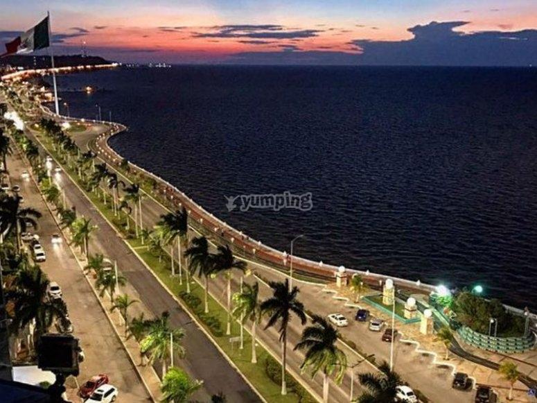 Malecón de noche en Campeche