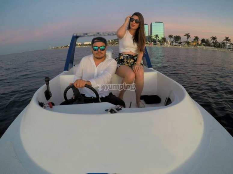 Live the experience of driving your boat
