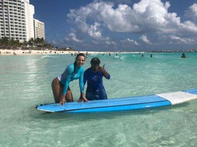 Clase de surf individual en Cancún 1.5 hrs