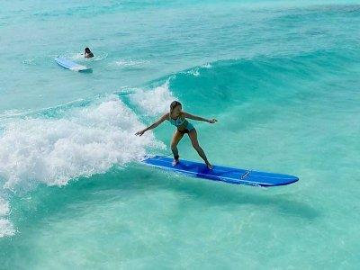 Clase semi-personalizada de surf en Cancún 1.5 hrs