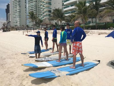 Private group surf lesson in Cancun 1.5 hrs