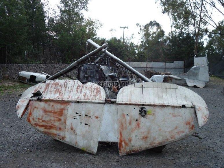 Campos acondicionados con partes de aviones viejos