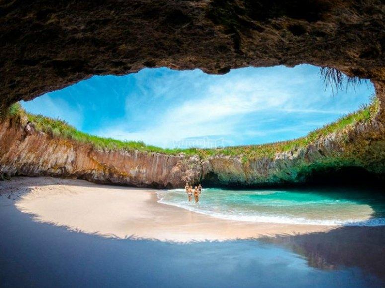 Playa del Amor en las Isls Marietas