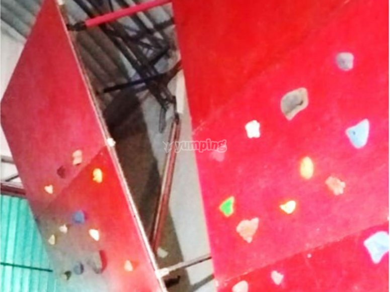 Come and live an indoor climbing adventure
