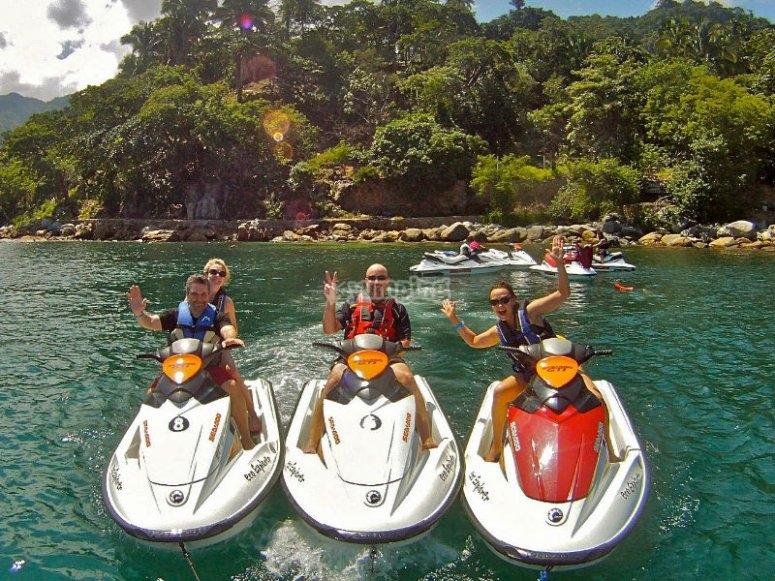 Aventura en Puerto Vallarta a bordo de tu moto acuática