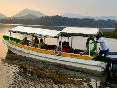 Amphibian Operadora Ecoturística Paseos en Barco