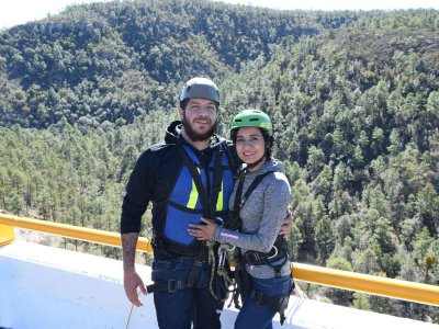 Couple bungee jump at Puente el Chicle