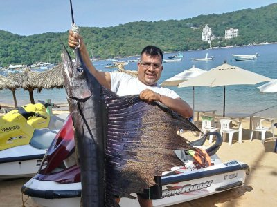 Exclusive 5 pax panga sport fishing in Acapulco