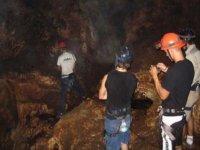 Explorando las cuevas