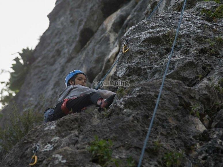 Climbing on natural rock walls
