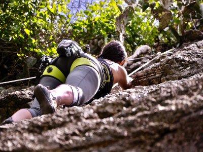 Rock climbing in La Peña de Valle de Bravo 2.5h