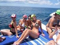 Tomando el sol en barco en Playa del Carmen