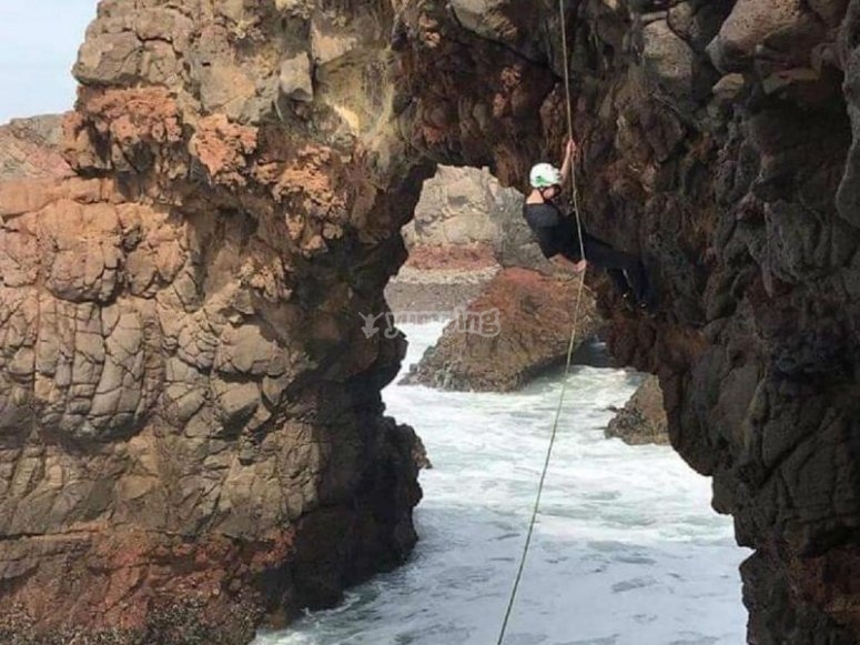 Rappel in the Pacific
