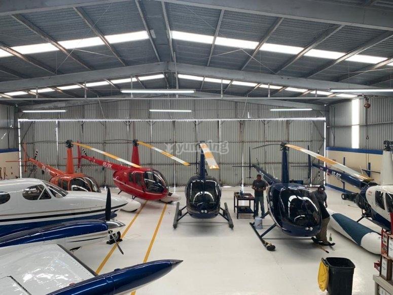 Helicópteros en mantenimiento