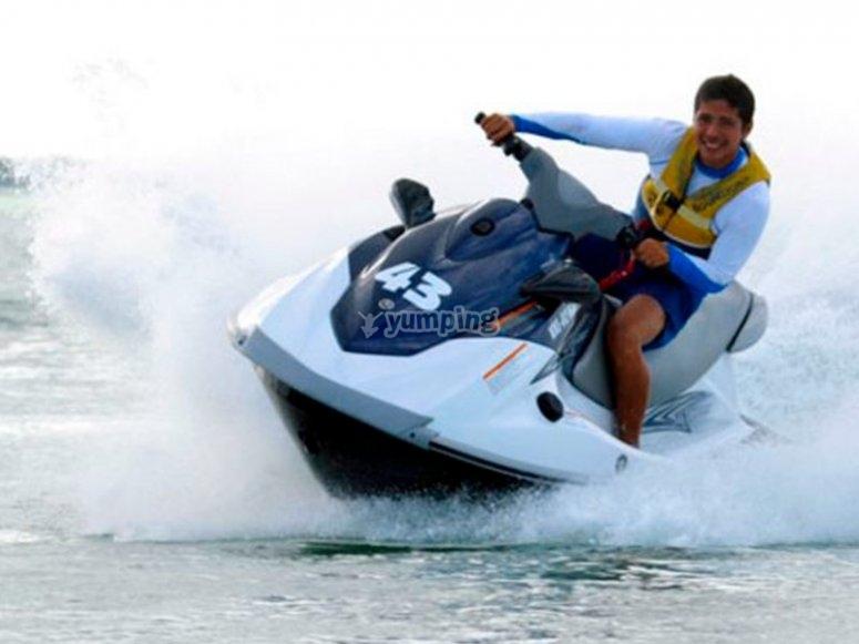 Diviertete conduciendo una moto de agua en Puerto Vallarta