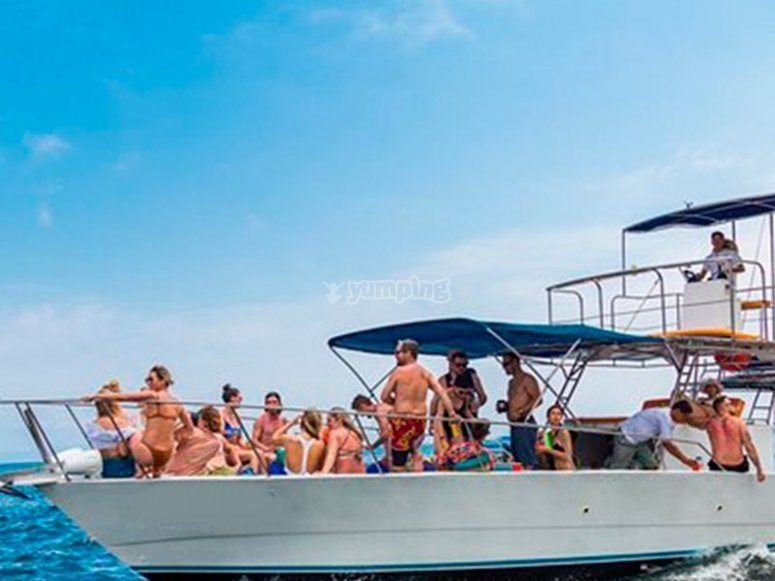 Live a great day of fun at sea