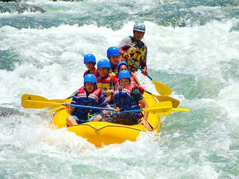 Adrenaline while you navigate in your rafting raft
