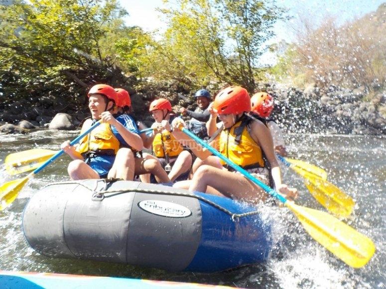 Descending through the rapids of La Cueva