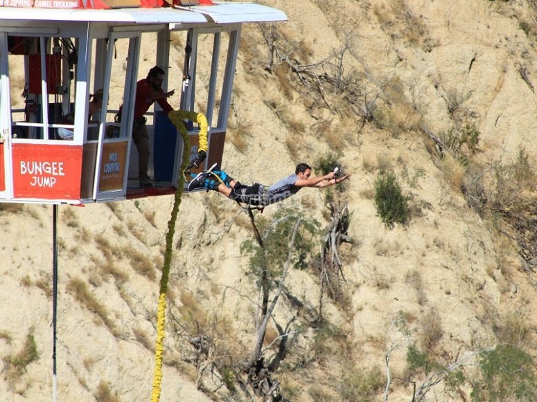 Salto de Bungee en el desierto de Los Cabos