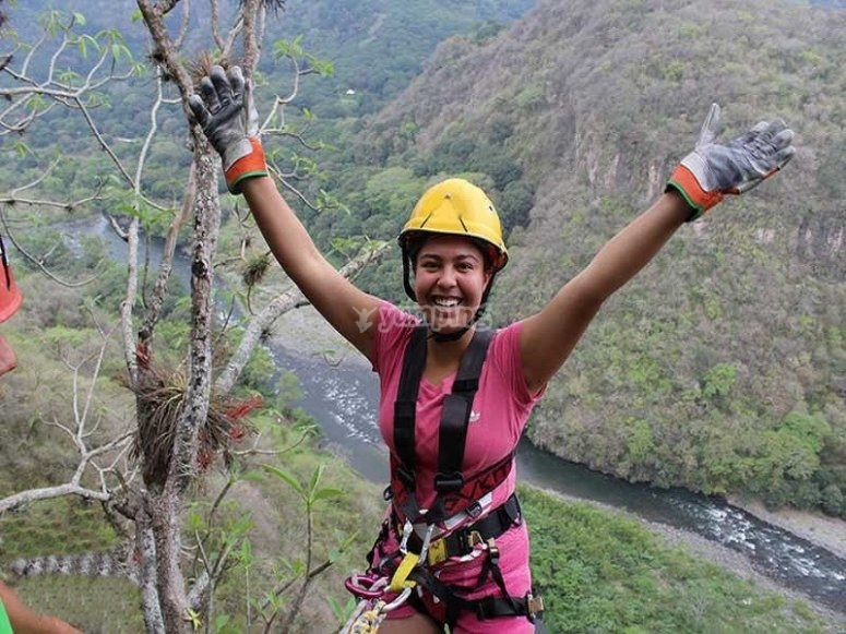 Challenge the heights with your rappel descent