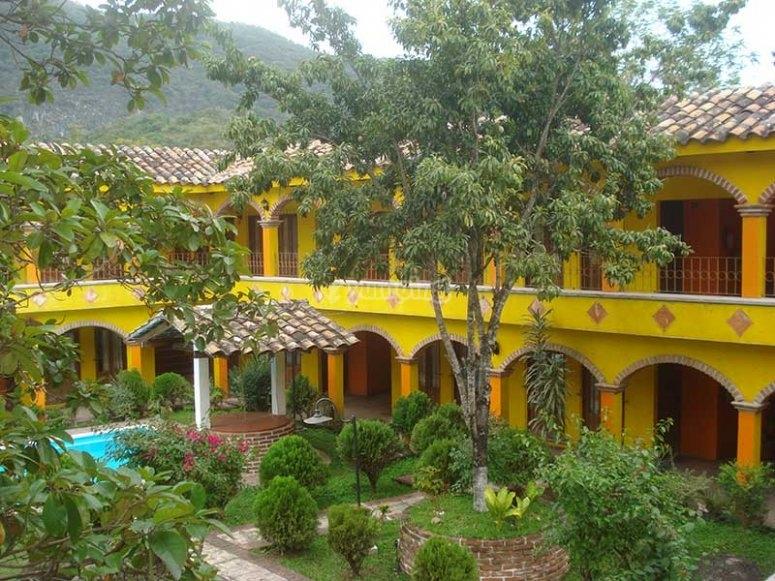 Rest in this quiet hotel in Jalcomulco