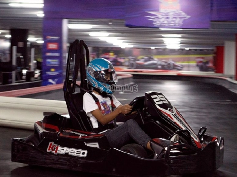 Come drive your go kart on our indoor track in Coapa