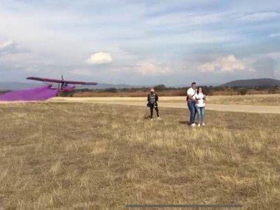 Flight for gender reveal in Tequesquitengo