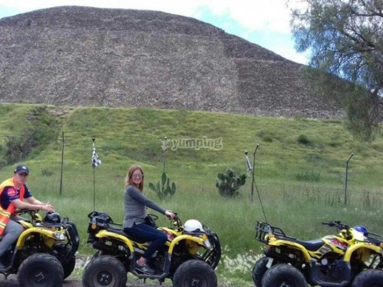 Cuatrimotos y piramides