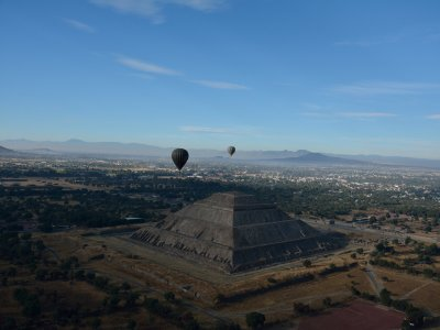 Balloon flight to Teotihuacán with breakfast and lunch