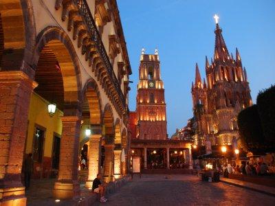 Walking tour through downtown San Miguel de Allende