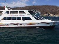 Barco por Bahía de Santa Cruz