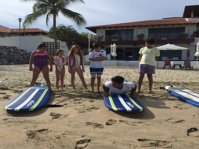 Surf para niños en Ixtapa