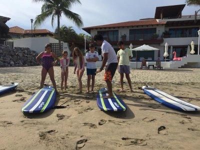 Clases de surf para niño en Ixtapa 2 horas y media