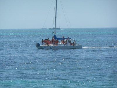 Tour en catamarán a Isla Mujeres con barra libre