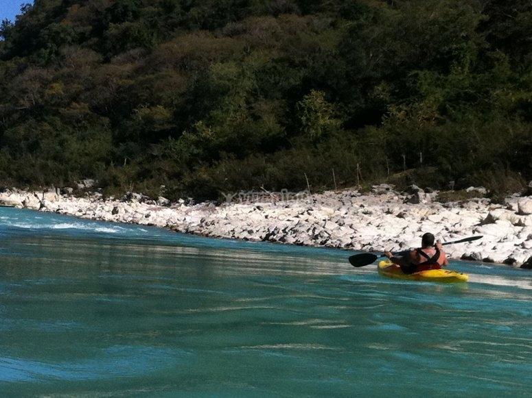 Kayaking en río