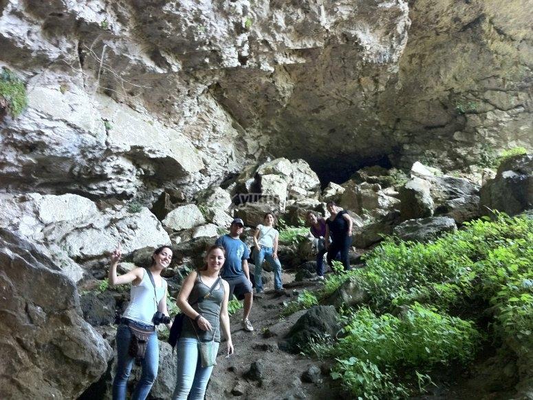 Entrando a la cueva