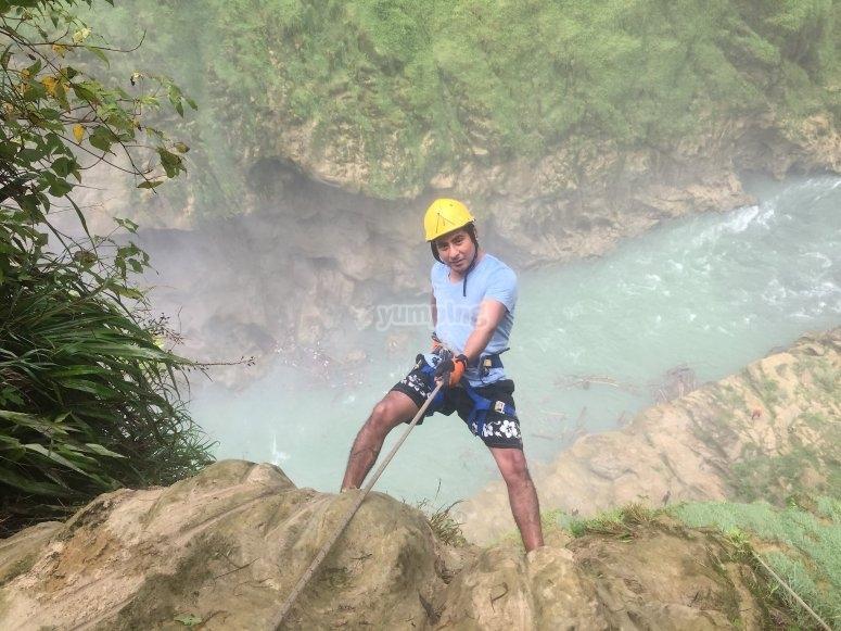 Bajando a la cascada