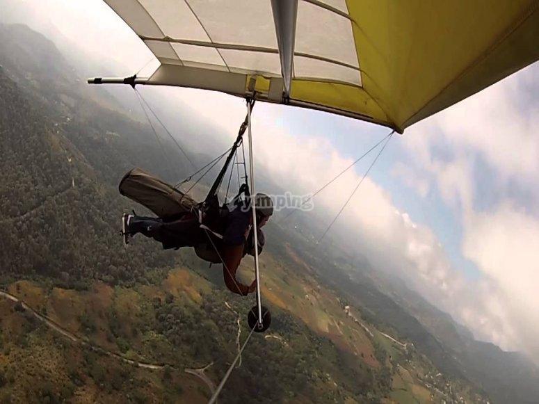 Hang gliding in Valle de Bravo.