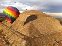 Shared balloon flight and breakfast Teotihuacán