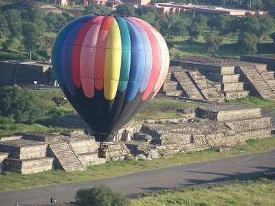 Private balloon flight with breakfast in Teotihuacán