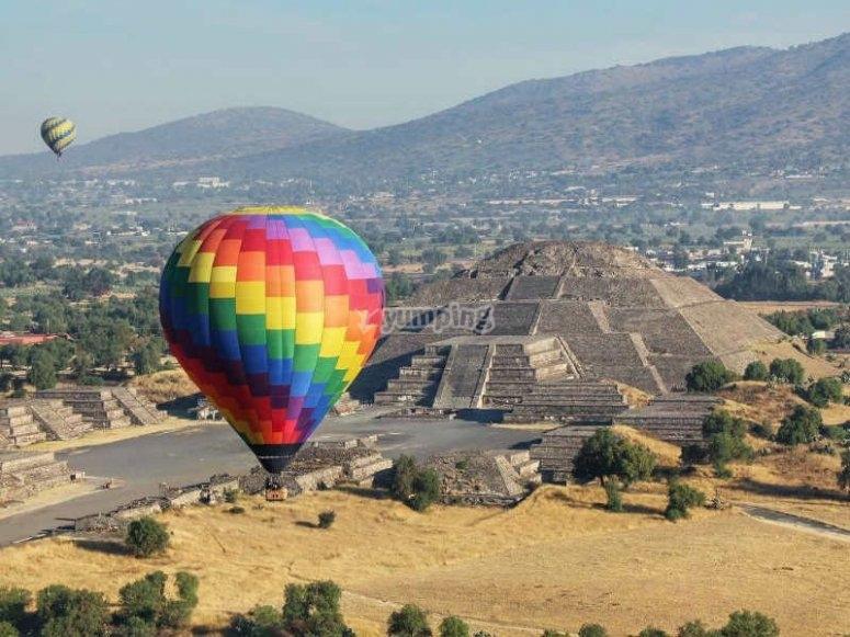 Globo sobre Teotihuacán