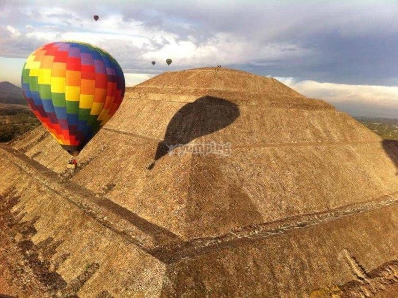 Vuelo en globo sobre Teotihuacán