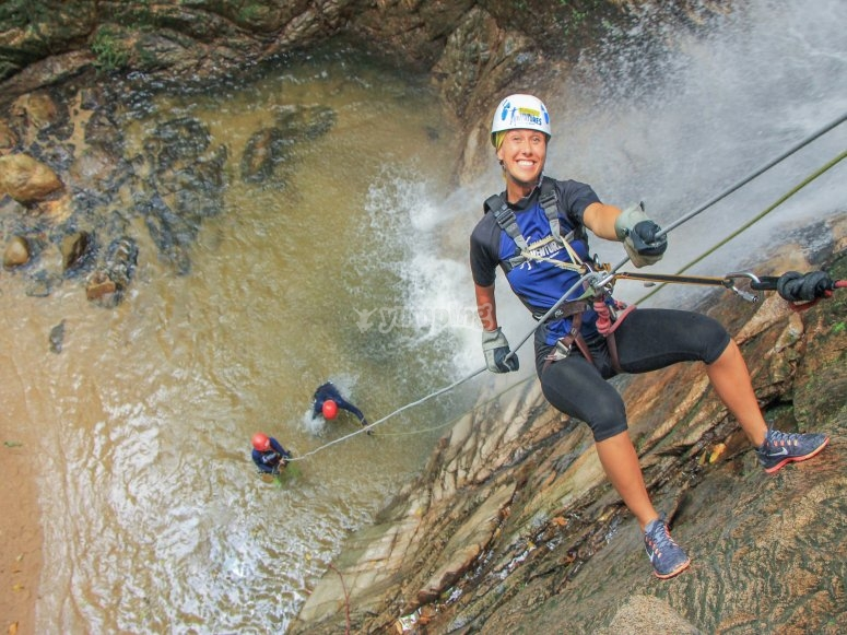 Practica Rappel en una de las cascadas más grandes de la zona